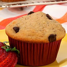 Banana Chocolate Chip Muffins Canadian use 1 cups oat flour & whole wheat flour instead of white, buttermilk, replace the oil with applesauce and only brown sugar. Chocolate Chip Loaf Recipe, Banana Chocolate Chip Muffins, Chocolate Chips, Banana Bread, Muffin Recipes, Baking Recipes, Scone Recipes, No Bake Desserts, Dessert Recipes