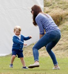 The Duchess of Cambridge hops back and forth while playing with 23-month-old Prince George. (Photo: Max Mumby/Indigo/Getty Images)