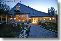 images/California/Sonoma/Buildings/BarnHouse/front-walk-4.jpg