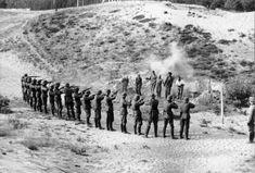 Bundesarchiv Bild 101I-212-0221-07, Russland-Nord, Erschießung von Partisanen - Wehrmacht - Wikipedia, the free encyclopedia