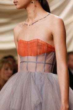 Christian Dior Spring 2018 Couture Fashion Show Details: See detail photos for Christian Dior Spring 2018 Couture collection. Look 66