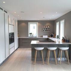 Modern Kitchen Design Modern Kitchen Cabinets Ideas to Get More Inspiration Dish Home Decor Kitchen, Kitchen Living, Home Kitchens, Kitchen Ideas, Kitchen Layouts, Kitchen Tips, Modern Kitchen Cabinets, Modern Kitchen Design, Skandi Kitchen