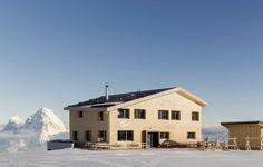 Ganz in Holz: Ersatzneubau einer Skihütte in den Schweizer Bergen