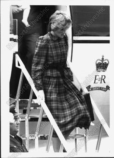 15 aug 1983 View of An Elated Princess Diana Exiting The Queens Flight Press Photo | eBay
