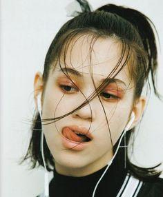 เท่สุดๆ ไปเลย ! 20 ไอเดียแต่งหน้าลุค 'Retro 90's grunge' สาวกรันจ์ต้องจัดซักหน่อย !! | Spice