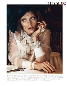 """collections-from-vogue: Malgosia Bela in """"Chic Ultimate"""" Photographed By Lachlan Bailey Styled By Géraldine Saglio For Vogue Paris, August 2012 Paris Chic, Parisian Chic Style, Vogue Paris, Vogue Fashion, Fashion Models, Fashion Still Life, Mode Editorials, Fashion Editorials, Glamour"""