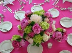 Décorations rose (fuchsia) et vert (anis) Rose Fushia, Fuchsia, Pink, Table Decorations, Vegetables, Pretty, Bouquets, Amy, Food