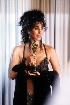 "Cher - Best actress Oscar award for ""Moonstruck"" A very deserving winner. Academy Award Winners, Oscar Winners, Academy Awards, Chevy Chase, Hollywood Stars, Cher Oscar, Oscars, Divas, Cher Photos"