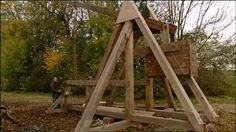 In de middeleeuwen gebruikten de mensen een slingerblijde, een soort katapult, om gaten in de muren te slaan.