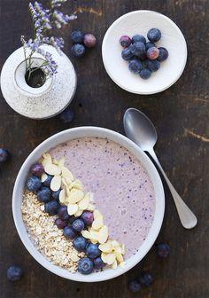 Une recette vraiment rapide à faire pour les matins pressés, qui constitue un repas complet en soi. Si vous n'avez pas extrêmement faim le matin, la recette vous donnera 2 portions, et si vous avez un bon appétit, ce sera suffisant pour vous.