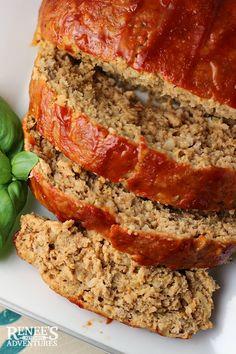 Receita de Bolo de Carne Moída Recheado - 1 kg alcatra , xícara (chá) de cheiro-verde , 2 colheres (sopa) de maionese , 1 quanto baste de sal , 1 quanto. Cheese Stuffed Meatloaf, Meatloaf Glaze, Meatloaf Sauce, My Favorite Food, Favorite Recipes, Turkey Meatloaf, Zucchini Meatloaf, Italian Meatloaf, Turkey Burgers