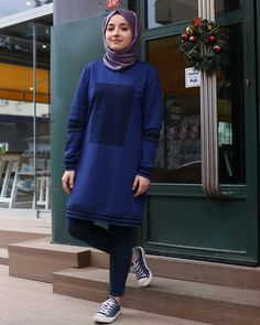Genç Tesettür Hijab Fashion, Girl Fashion, Fashion Dresses, Denim Ootd, Mode Hijab, Girl Style, Queens, High Neck Dress, Girls