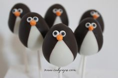 penguin cake pops (children's party, penguin party)