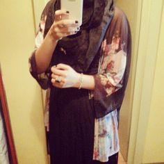Arabic abaya or japanese kimono العربية 日本