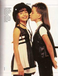 Sandy & Junior : Sandy troca de lugar hahahahaha Sandy com 9 anos Ju com 8 anos Será que Noely fica saudades de ver os filhos crianças -------------------------------------------------------------------------- | sandylaehjunior