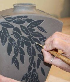 How to Decorate Pottery With Sgraffito. Step-by-step Technique and Tutorial How to Decorate Pottery With Sgraffito. Step-by-step Technique and Tutorial Hand Built Pottery, Slab Pottery, Ceramic Pottery, Pottery Art, Pottery Wheel, Sgraffito, Ceramic Techniques, Pottery Techniques, Ceramic Decor