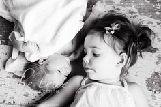 newborn + sibling photography | via inspire me baby