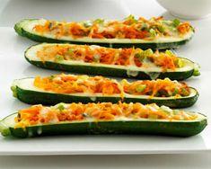 Squash Med Fyld af Gulerod - Bagte og Lækre - Se Opskriften Lige Her Cucumber Recipes, Veggie Recipes, Cooking Recipes, Squash, Zucchini, Good Food, Food And Drink, Vegetables, Lchf