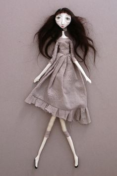 by Black-eyed Suzie.  For some reason, I can't pin her Alice in Wonderland dolls so I'm repinning this.