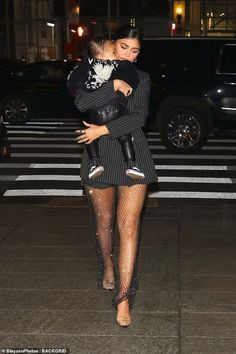 Family matters: Amid a swirl of rumors that she is engaged to Stormi's father Travis Scott 28 Kylie could be seen wearing a glittering ring in on her right hand Kylie Jenner Outfits, Kylie Jenner Vestidos, Kylie Jenner Photoshoot, Kourtney Kardashian, Estilo Kardashian, Kardashian Style, Kardashian Jenner, Kris Jenner, Kendall And Kylie Jenner