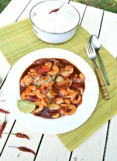 Indonéská kuchyně: Udang asam manis, krevety ve sladkokyselé omáčce | KořeníŽivota.cz Curry, Ethnic Recipes, Food, Curries, Essen, Meals, Yemek, Eten
