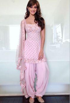 Disha Patani is Indian Bollywood actress and model. Disha works in Hindi and Telugu movies. Disha patani born in bareilly 13 June, Wallpapers, Photos. Patiala Dress, Punjabi Dress, Pakistani Dresses, Punjabi Salwar Suits, Patiala Suit, Salwar Designs, Kurta Designs Women, Kurti Designs Party Wear, Indian Fashion Dresses