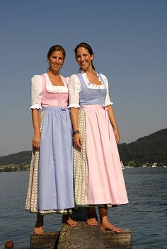 This is my favorite of all casual dirndls. Isadora Duncan, Celtic Dress, Vintage Dresses, Vintage Outfits, Dirndl Dress, Barefoot Girls, German Women, Country Dresses, Special Dresses