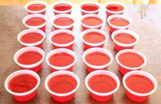Jell-O shots receta americana Jell O, Making Jello Shots, Yummy Drinks, Yummy Food, How To Make Jello, Happy Drink, Sweet Treats, Cooking, Tableware