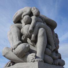 oslo   norge   frognerparken   vigelandsanlegget   monolittplatået   de døde