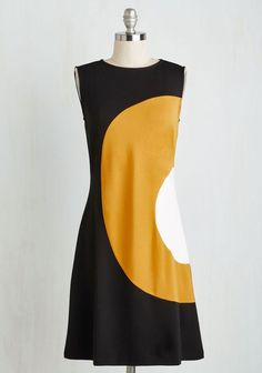 The lines on this dress makes the figure look thinner, due to where it is positioned.
