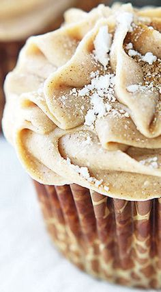 Gingerbread Cupcakes with Cinnamon Cream Cheese Frosting...omg