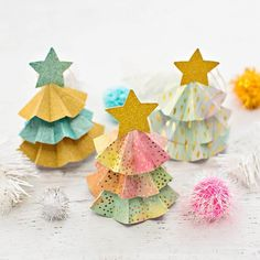 DIY PAPER TREE ORNAMENTS WITH TEMPLATE - Hello Wonderful