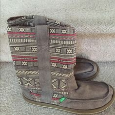 Cute Sanuk Women's Cloth Boots Size 8. Tan patterned cloth boots in awesome condition! Worn only a few times! Sanuk Shoes