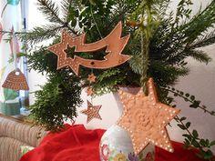 Kreativwerkstatt-Tattendorf Christmas Ornaments, Holiday Decor, Home Decor, Christmas Jewelry, Handarbeit, Christmas, Creative, Decoration Home, Room Decor