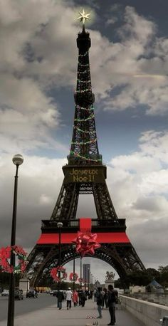 ♔ Eiffel Tower at Christmas- #LadyLuxuryDesigns