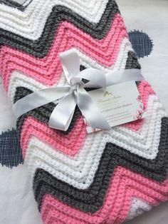 Beautiful chevron baby blanket Crochet Ripple Blanket, Chevron Baby Blankets, Baby Afghans, Heavenly, Stitches, Beautiful, Stitching, Stitch, Baby Blankets