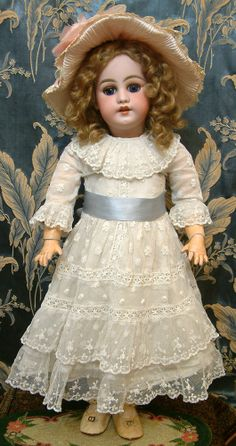 "26"" SIMON & HALBIG 1039 with Pull String Lids Antique Doll for the French Trade"