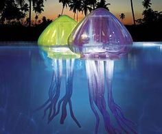I WANT THESE FOR MY POOL! The Ocean Art Light-up Jellies from Swim Ways are eerily life-sized jellyfish decorations for swimming pools. Each light-up jellyfish has LEDs inside and glow as they float ac Living Pool, Outdoor Living, Outdoor Lamps, Jellyfish Light, Giant Jellyfish, My Pool, Fish Pool, Pool Fun, Aquarium Fish