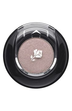 Christina Hendricks wears Lancôme Color Design Sensational Effects Eye Shadow in Éclair: http://rstyle.me/n/hnukiqm6n