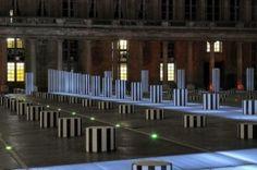« Les Deux Plateaux », sculpture in situ, Paris, avril 1968. permanente, cour d'honneur du Palais-Royal, Paris,1985-1986.