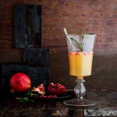 Lämmin rosmariini-omenajuoma | K-Ruoka Hurricane Glass, Cheers, Tableware, Dinnerware, Lantern, Dishes, Place Settings, Serveware