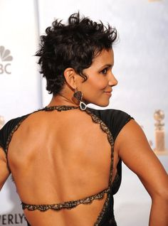 Halle Berry is the one of the best actress that can rock short haircuts easily. we'll present you 20 Best Halle Berry Short Curly Hair that prove that statement Halle Berry Pixie, Halle Berry Haircut, Halle Berry Short Hair, Halle Berry Hairstyles, Pixie Hairstyles, Pixie Haircuts, Short Curly Hair, Short Hair Cuts, Curly Hair Styles