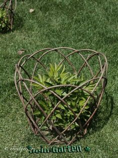 Plant supports - Plant supports is part of Willow garden Plant supports – - Garden Crafts, Garden Projects, Garden Art, Garden Design, Diy Garden, Garden Cottage, Potager Garden, Garden Trellis, Spiral Garden