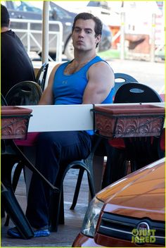 Image from http://cdn01.cdn.justjared.com/wp-content/uploads/2013/09/cavill-muscle/henry-cavill-shows-off-muscular-arms-for-man-from-uncle-08.jpg.
