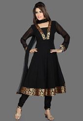 Salwar Kameez – Indian Clothing, Indian Dresses and Indian Fashion Trends Salwar Neck Designs, Kurta Neck Design, Kurta Designs Women, Dress Neck Designs, Indian Gowns Dresses, Pakistani Dresses, Dress Indian Style, Indian Outfits, Anarkali Dress