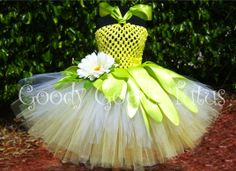 Tiana Tutu Dress--these are SO CUTE! I'd love to figure out a way to make them! Frog Princess, Princess Tutu, Princess Party, Princess Dresses, Disney Princess, Crazy Hat Day, Crazy Hats, Tiana Costume, Disney Tutu
