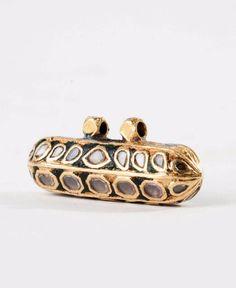North India   'Tavis' pendant; 18carat gold, diamonds and enamel. ca. 19th century   Est. 800 - 1'200€ ~ (Feb '14)
