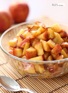 Fried apples recipe with honey and cinnamon. With step-by-step photos, tasting tips and suggestions. Cinnamon Recipes, Honey Recipes, Sweet Recipes, Fried Apples, Dessert Recipes, Desserts, Fruit Dessert, Mediterranean Recipes, Love Food