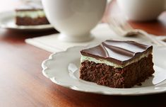 Try this Irish Chocolate Mint Dessert recipe, made with HERSHEY'S products. Enjoyable baking recipes from HERSHEY'S Kitchens. Bake today.