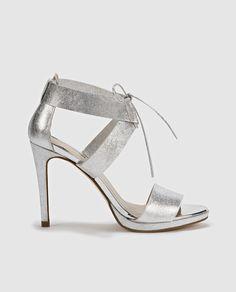 Sandalias de tacón de mujer de Gloria Ortiz de piel en color plata